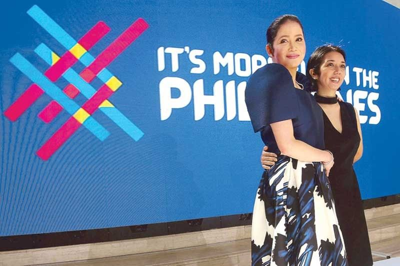 Netizens join new 'It's More Fun in the Philippines' campaign
